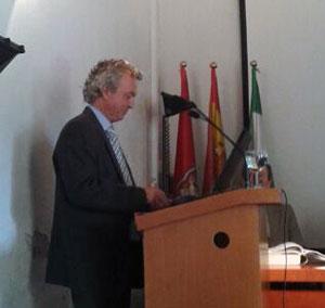 Pedro Jiménez Castillo durante la defensa de su Tesis Doctoral.
