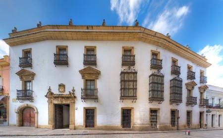 Fachada del palacio.