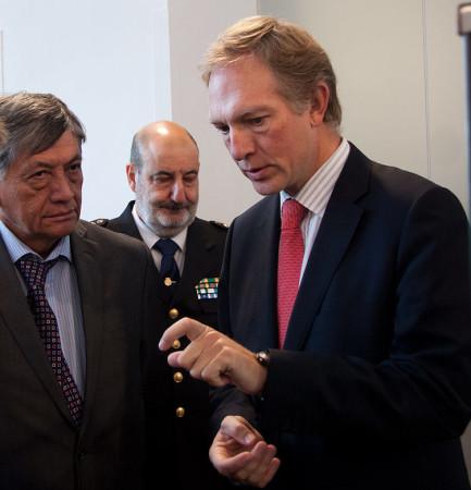 El director general de Bellas Artes, Miguel Angel Recio, junto al embajador de la Republica de Ecuador en España, Miguel Calahorrano.