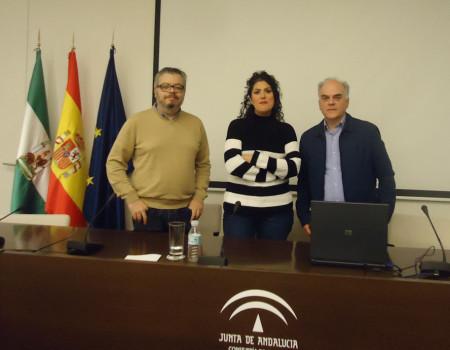 Fernando Jiménez, del Centro Andaluz de las Letras, la escritora y periodista Eva Díaz Pérez y el historiador Fernando Sígler Silvera.