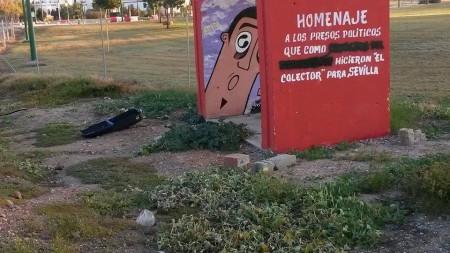 Pintada en un monumento de memoria histórica de Sevilla.