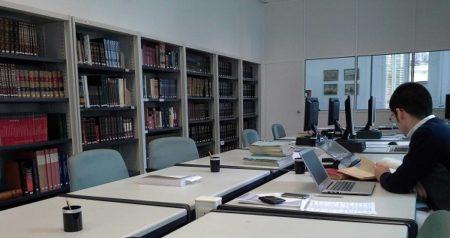Sala de investigadores del Museo Naval.
