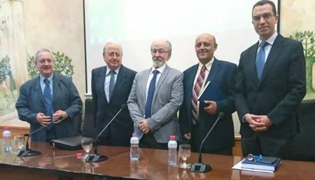 Ricardo Serna, con los miembros del tribunal.