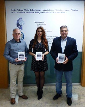 El editor de la revista, Fernando Sígler Silvera, y los articulistas Lidia García Garrido y Antonio Morales Benítez, en el Colegio de Doctores y Licenciados de Madrid.