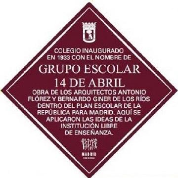Placa del grupo escolar.