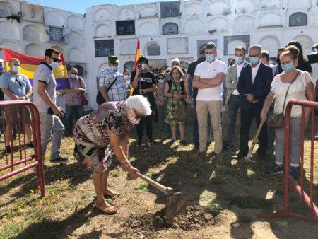 Inicio simbólico de la exhumación.